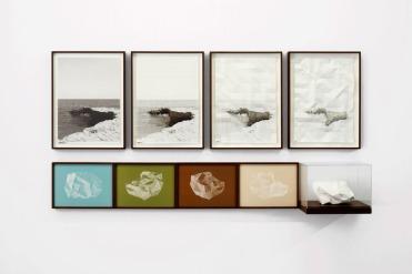 Almudena LOBERA, Imagine Corpore I (2014). Fotograbado sobre papel basik, fotoaguafuerte en cobre sobre papel Arches 250 gr. y escultura de papel, 53,5 x 39,5 cm / 25,5 x 33,5 cm / 25,5 x 33,5 x 25,5 cm © Cortesía: Ogami Press, Madrid